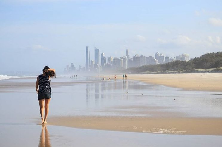 Beneficios de caminar por la playa